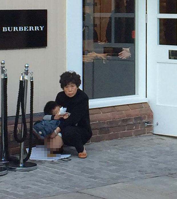 chinese-tourist-poo-outside-burberry-shop-bicester-village-299191