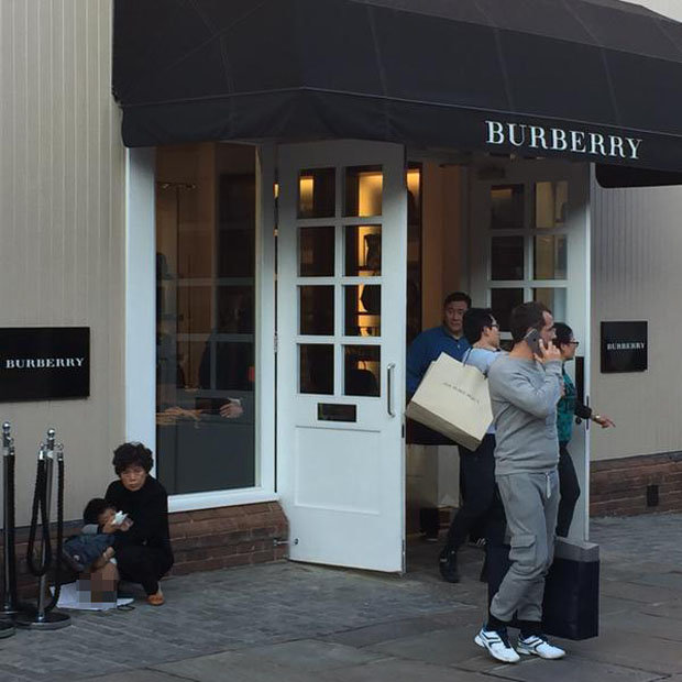 chinese-tourist-poo-outside-burberry-store-bicester-village-299188