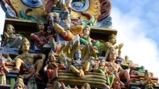 【画像】インドの寺院が派手すぎると話題 めっちゃカラフルでワロタwwwwwwww
