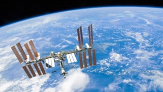 ドーナツ型UFOが国際宇宙ステーション付近を通り過ぎる様子をNASAのカメラが撮影(動画)