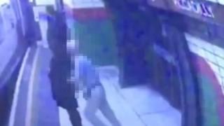 日本人男性がイギリス人女性を走行中の電車に向かって背後から突き飛ばす衝撃の瞬間映像…イギリス