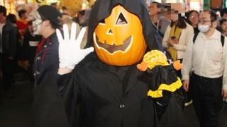ハロウィン当日の渋谷がゴミだらけ 酷すぎると話題に(動画・画像有) さまぁ~ず三村、西川貴教 芸能人からも日本のハロウィンに疑問の声