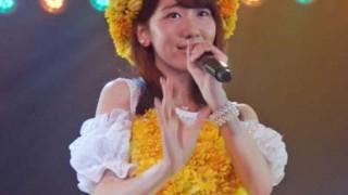 柏木由紀さんパンツ丸見え公演 超ミニスカ制服でお尻フリフリGIF画像