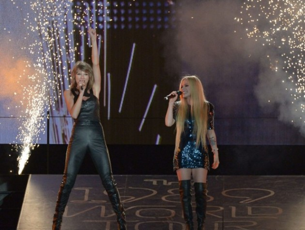 Avril-Lavigne-and-Taylor-Swift--The-1989-World-Tour-Live--06-662x498