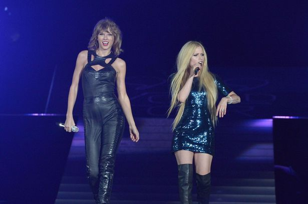 Taylor-Swift-gets-Avril-Lavigne-up-on-stage-after-feud