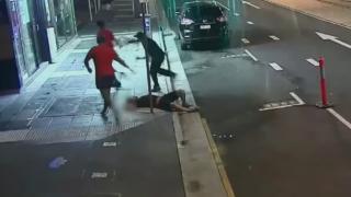 オーストラリアで韓国人がノックアウト強盗の被害 衝撃の監視カメラ映像