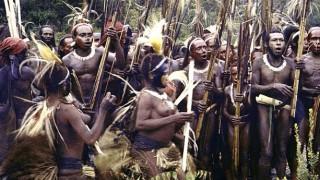 人食い人種に捕われた美男美女カップルの末路…パプアニューギニア
