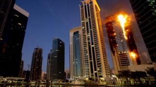 ドバイ330m高層ビルで大火災(動画) カウントダウン花火が原因か