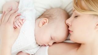 美人ママが子供に授乳する動画がYutubeにアップされてて話題にwwwww