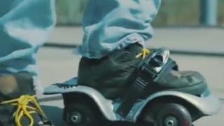 カナダ人が発明した新しい乗り物(画像・動画)もの凄くローラースケートですね(´・ω・`) / ロキットSFS(Rockit Single Foot Skate)