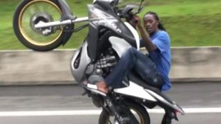 ノーヘルでバイク乗る警察官 2chに許される ※動画アリ※