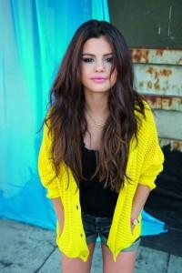 H09555_Key_Model_Selena_Gomez_ATL_February_01-490x734