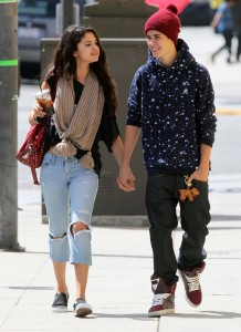Justin And Selena Hit Up Panera For Lunch