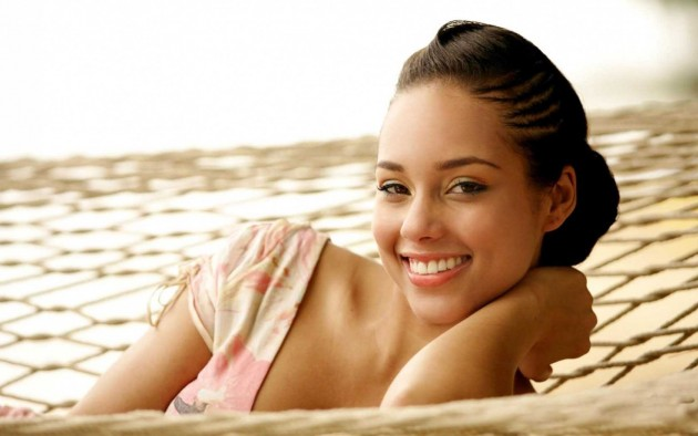 cute-alicia-keys-smiling
