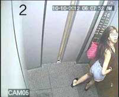 malaysian-woman-on-the-elevator-02