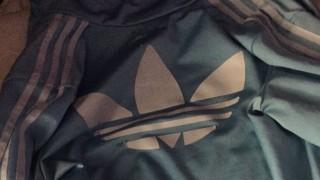 このアディダスジャージ何色に見える?「青と白」「茶色と黒」 人によって見え方が変わる画像を2chが検証
