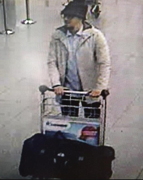 3276790900000578-3504151-Police_have_issued_a_wanted_notice_for_this_suspect_seen_on_CCTV-a-5_1458667557201