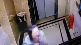 エレベータの向こう側に落ちていく人たち<動画>中国・韓国で流行ってる模様