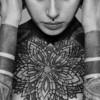 修正不可能なタトゥーを入れる人たち<画像>皮膚を黒く塗りつぶすブラックワーク(blackwork)が流行中