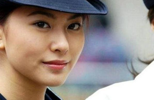 【画像】捕まて欲しくなる海外の美人婦警さんたち