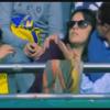 メッシのシュートがゴール裏の女性ファンに直撃した結果 ※動画※