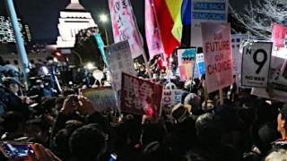 反安保法制デモで声上げる『普通』の若者たち…国会前デモ主催者発表37000人 警察発表5000人