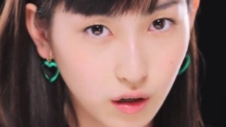 美人すぎる17歳植村あかりちゃんの歌唱力<動画>ほか予想外に攻めてる水着グラビア画像