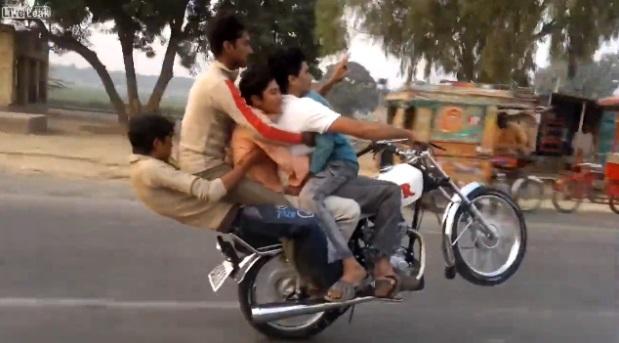 pakistan-wheelie01