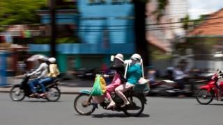 バイク8人乗りする少年たちワロタwww ※動画・GIF※