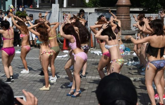 JAPAN-FLASH MOB-SWIMSUITS