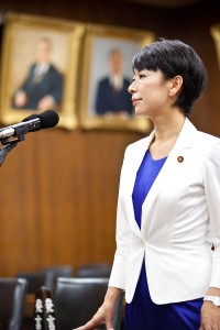 800px-衆議院議員山尾志桜里