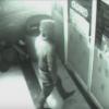 監視カメラに映るドアをすり抜ける男が話題<動画・GIF>タイムトラベラーが時空を超える瞬間映像