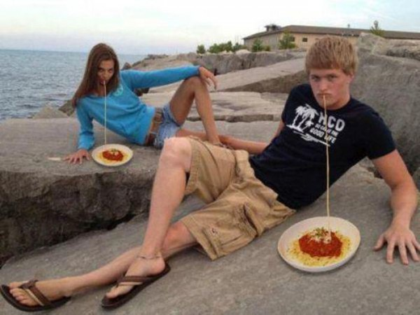 Funny-Couple-Eating-Picture