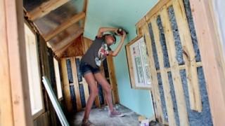 天使はいたんだ(´・ω・`) 優しすぎる女の子が話題 ※動画像※  9歳少女ホームレスのため1人でお家を作る