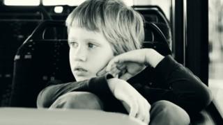これが自閉症の子供が見ている世界らしい<動画>自閉症の世界をリアル体験できる再現映像