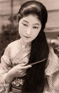 wpid-32AC41DE00000578-3516035-Country_to_country_The_pictures_like_this_one_of_Japanese_woman_-m-45_1459430327968.jpg