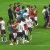 最低のスポーツマンシップ サッカー韓国チームがピッチ上にゴミ捨て<動画・GIF>注意した浦和選手と乱闘騒ぎ