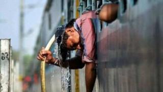 暑すぎて人間が道路にくっつくインドの様子<動画・GIF>最高気温51度 国内史上最高 厳しい猛暑でアスファルト溶けだす