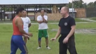 【瞬殺】軍人 vs 格闘家<GIF・動画>米軍グリーンベレーと格闘家が喧嘩したらこうなる