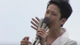 参院選演説中の蓮舫候補の背後に不気味な手<GIF・動画>鳥肌注意