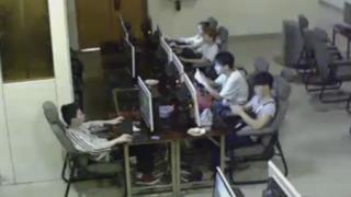 ネットカフェで感電死の瞬間<監視カメラ映像>異常事態にも無関心な中国の若者たち