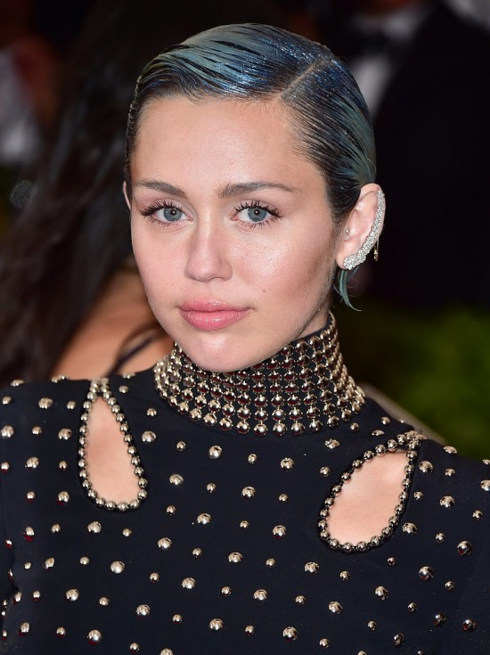 2015-Met-Gala-Miley-created-ombré-illusion-her