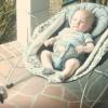 寝ている赤ちゃんに犬が忍び寄って・・・ ※GIF・動画※