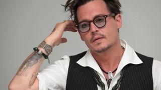 ジョニー・デップ 男としての器の小ささを自ら晒す愚行<画像>妻のあだ名彫ったタトゥーを「SCUM」に修正