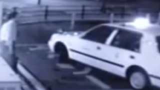 日本でタクシーに乗り込む女の幽霊の映像が撮影される ※動画とGIF※