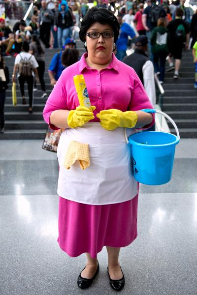 family-guy-comic-con-cyndi-cappello-hollywood-101215-400x600