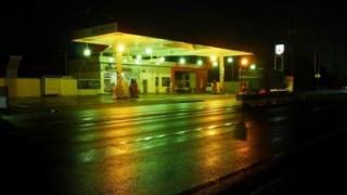 夏だし怖い話する「ガソリンスタンド」