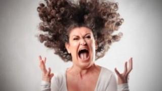 電車内でブチギレ叫ぶ女性が話題<GIF・動画>キレ方がヤバ過ぎる・・・
