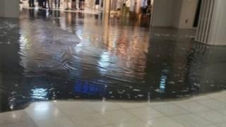新宿駅地下で下水道が決壊<動画・GIF>黒い水が溢れでる昨日のパニックの様子・・・2016/07/20(水)
