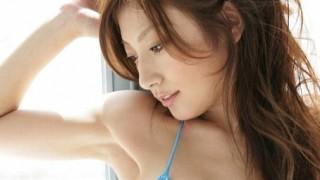 熊田曜子さん34歳 胸の谷間が長い ※最新画像と全盛期※ セクシーな水着写真を披露